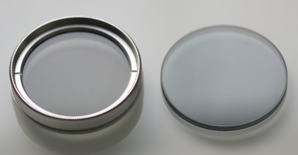 [ Removal ot the filter glass from a photographic polarzing filter ]